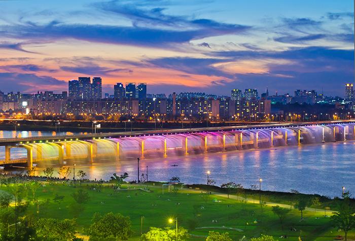 Мост 'Фонтан радуги' в Сеуле, Южная Корея