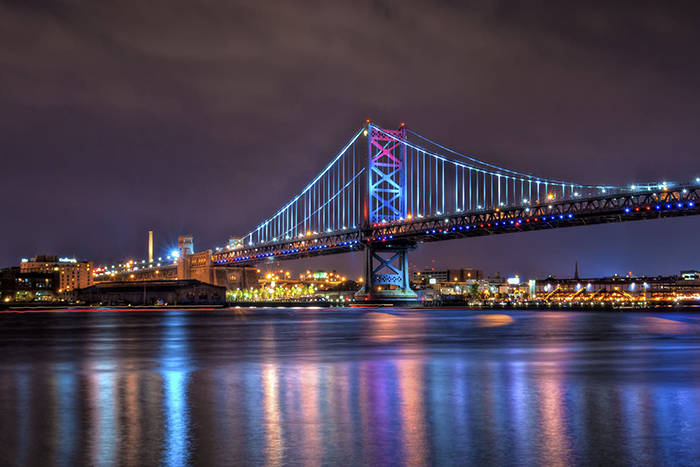 Мост Бенджамина Франклина: ночной кадр