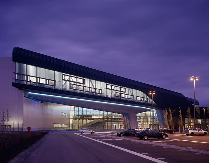 Здание центрального офиса BMW в Лейпциге