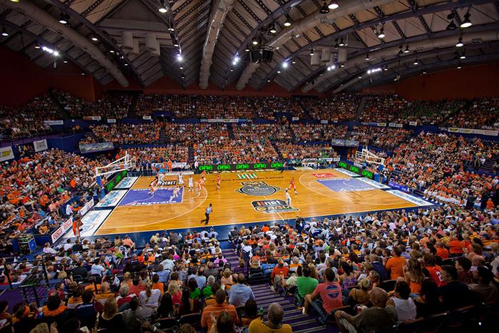 Конференц-центр в Кэрнсе, Австралия: кадр, сделанный во время баскетбольного матча местной команды