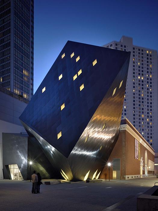 Современный еврейский музей в Сан-Франциско, США: ночной кадр