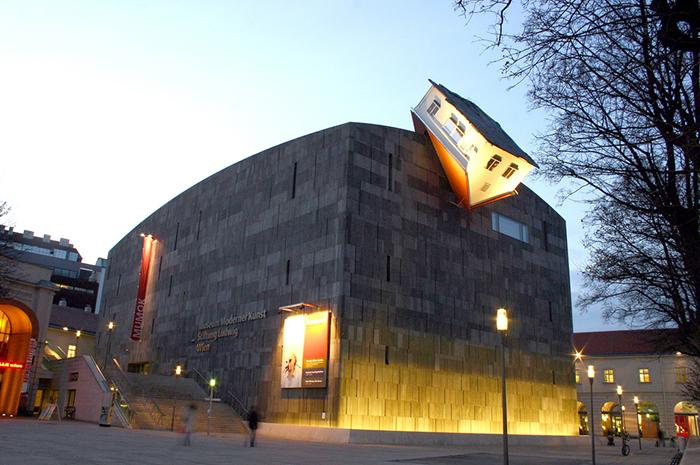 Музей современного искусства в Вене: ночной кадр