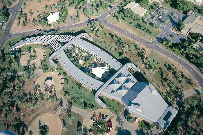 Отель Holiday Inn в форме крокодила в Джаберу, Австралия: с высоты птичьего полета