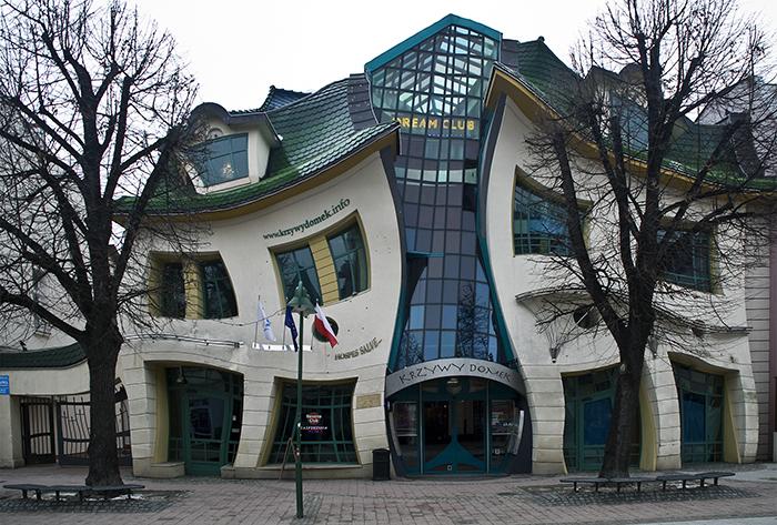 Кривой домик в Сопоте: главный фасад