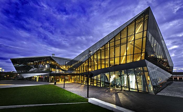 Центр по развитию городов «Кристалл» в Лондоне: ночной кадр