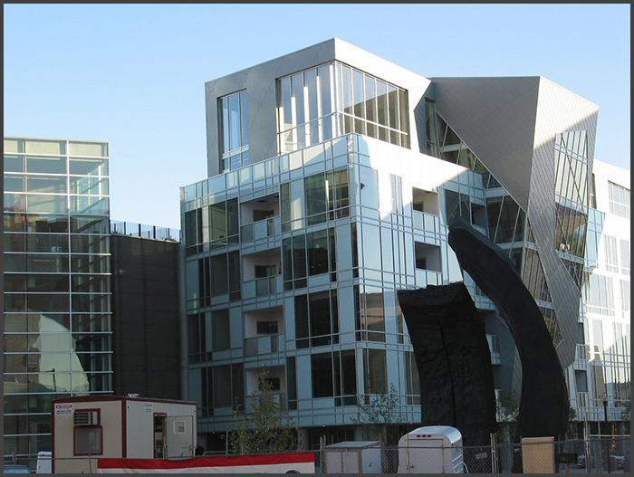 Жилой комплекс рядом с Музеем искусств в Денвере, США