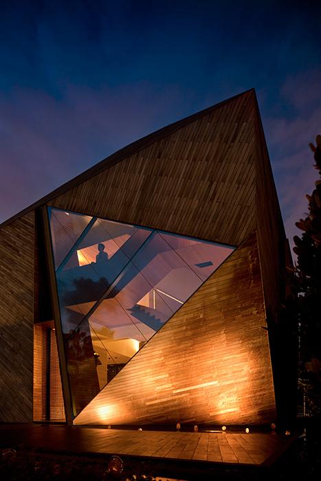 Семейный дом «Дом-алмаз»: ночной кадр