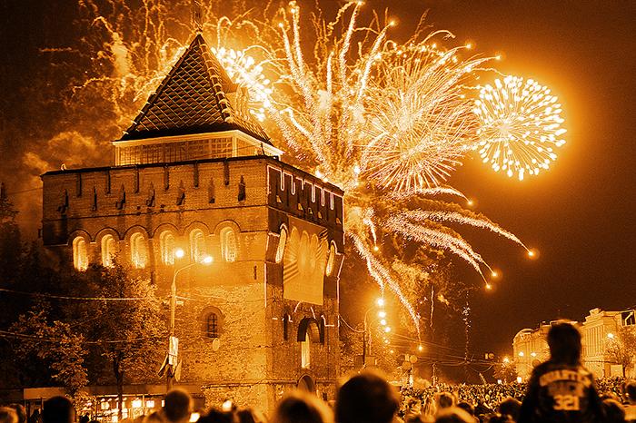 Дмитриевская башня во время празднования Дня Победы