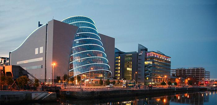 Международный выставочный и конференц-центр в Дублине, Ирландия: вечерний кадр