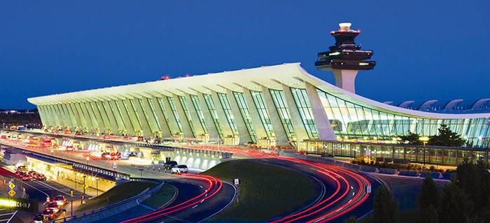Международный аэропорт имени Джона Даллеса: ночной кадр