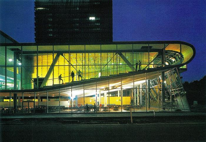 Студенческий центр «Эдукаториум» в Утрехте, Голландия: ночной кадр