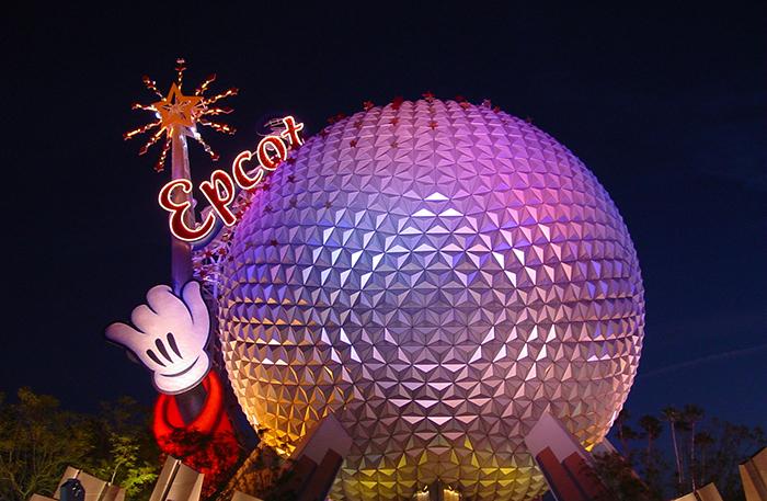 Тематический парк развлечений «Эпкот» в Орландо, США: эффектная ночная подсветка