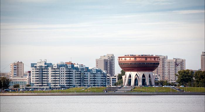 Центр семьи «Казан» на фоне города