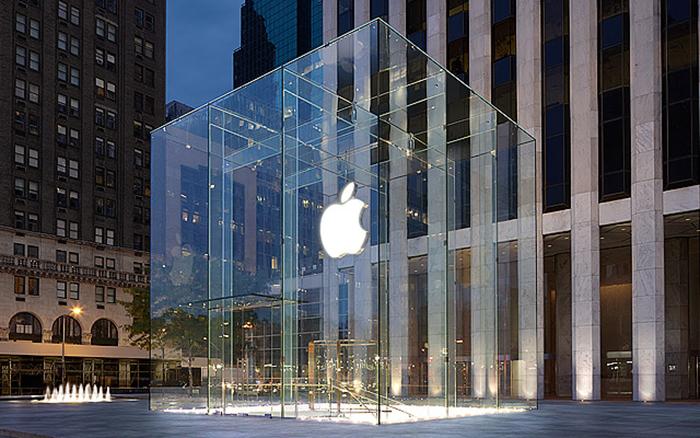 Магазин Apple на 5-ой авеню в Нью Йорке