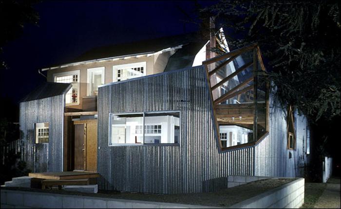 Дом Фрэнка Гери в Санта-Монике ночью