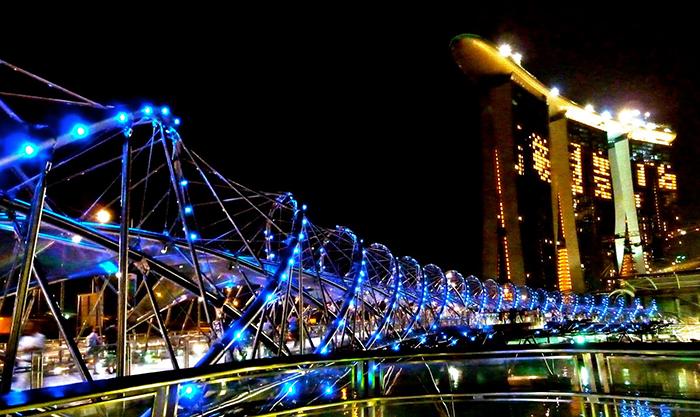 Мост 'Хеликс' в Сингапуре: ночной кадр