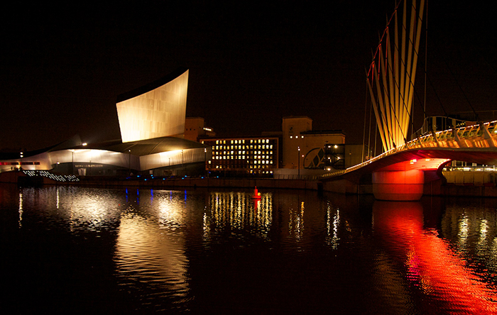 Здание музея ночью