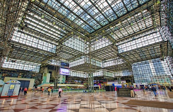 Конференц-центр Якоба Явица в Нью-Йорке, США: интерьер помещения