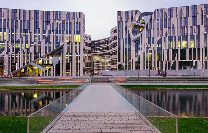 Многофункциональный комплекс 'Кё-Боген' в Дюссельдорфе: на закате