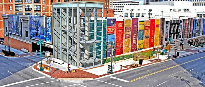 Парковка книжного магазина в публичной библиотеке в Канзасе
