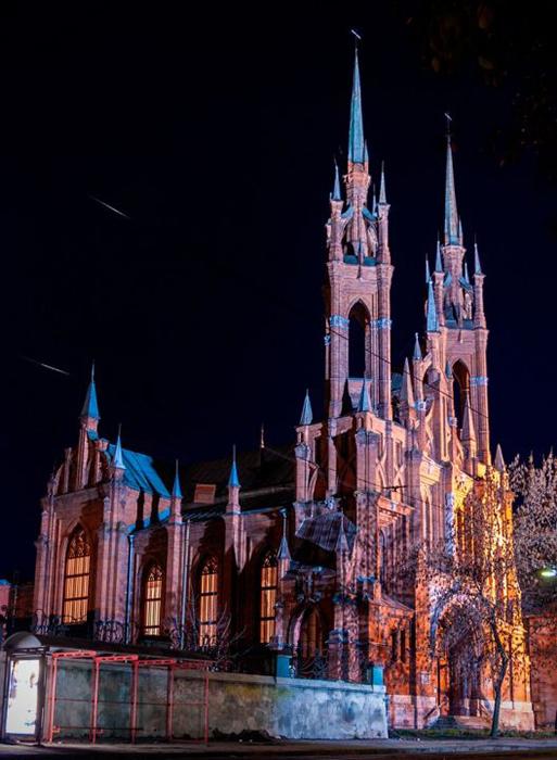 Католическая церковь Пресвятого Сердца Иисуса: ночной кадр