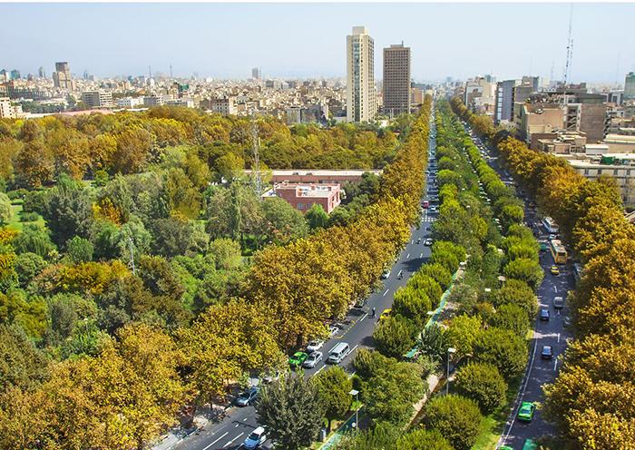 Бульвар Кешаварз в Тегеране, Иран
