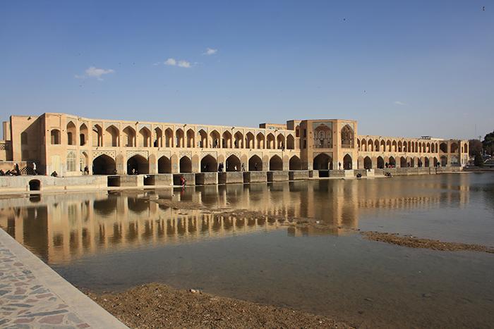 Мост 'Хаджу' в Исфахане, Иран