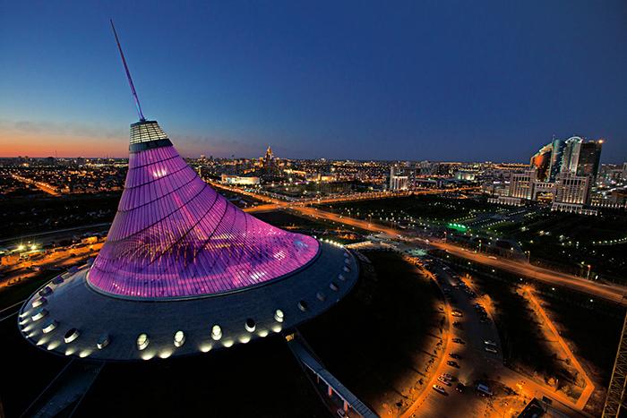 """Торгово-развлекательный комплекс """"Хан-Шатыр"""": ночная панорама"""