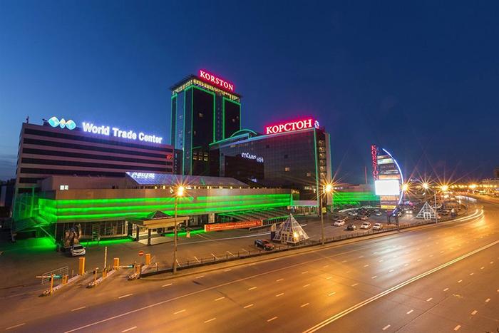 Гостиничный торгово-развлекательный комплекс «Корстон»: ночной кадр
