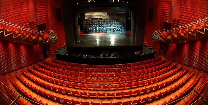 Новое здание оперного театра в Кракове: интерьер зрительного зала