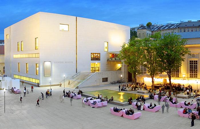 Художественный музей Леопольда в Вене: вечерний кадр