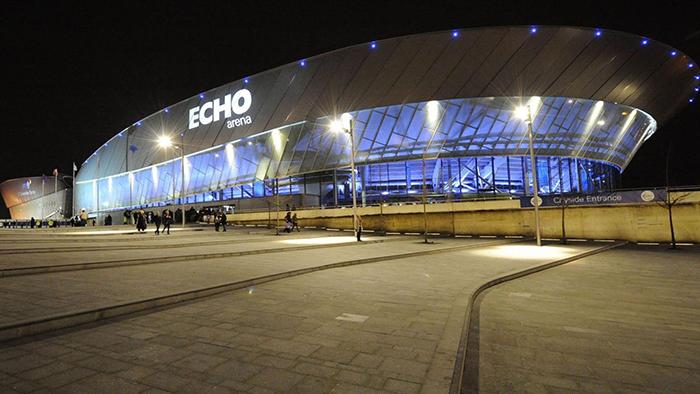 Конференц-центр и спортивный центр «Эхо-арена» в Ливерпуле, Англия: ночной кадр