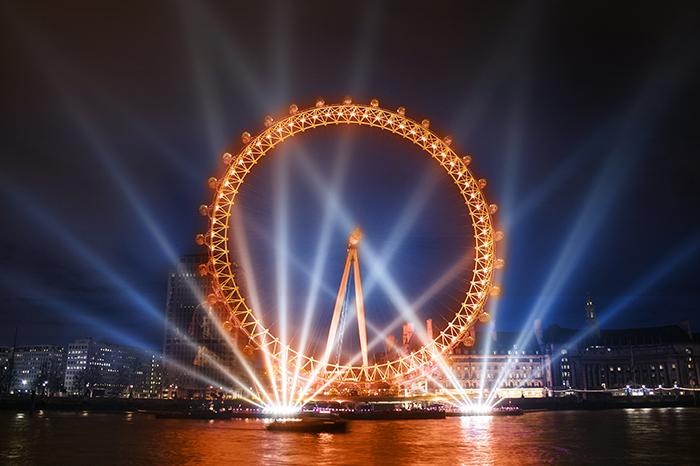 Колесо обозрения «Лондонский глаз» в Лондоне: ночной кадр