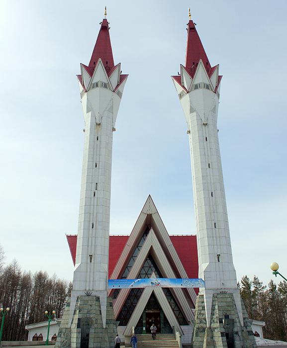 Соборная мечеть Ляля-Тюльпан: главный фасад