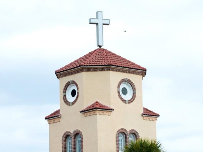 Приморская церковь в форме птицы в Тампе, США