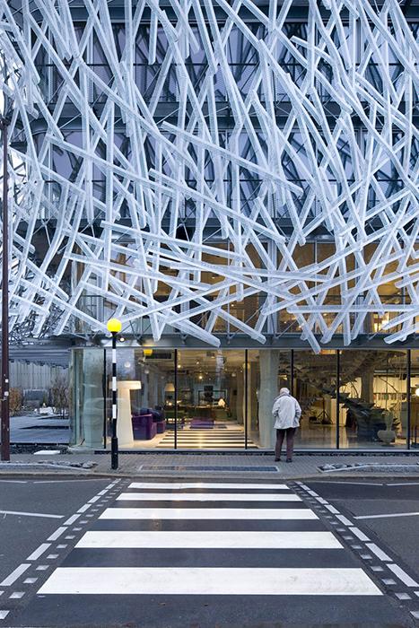 Деловой центр Manny Building в Нанте: вход в здание