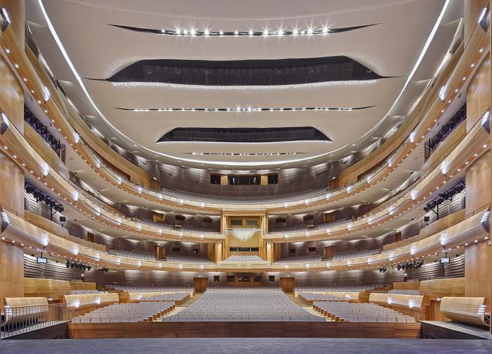 A segunda etapa do Teatro Mariinsky em São Petersburgo: o interior do salão