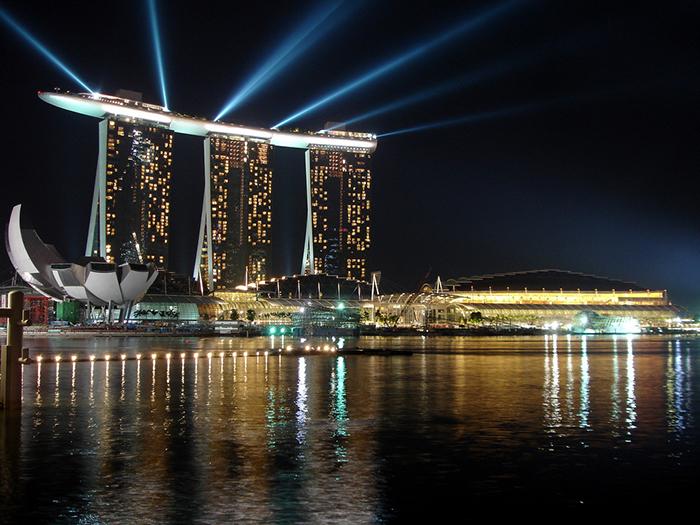 Гостиничный комплекс Marina Bay Sands: ночной кадр