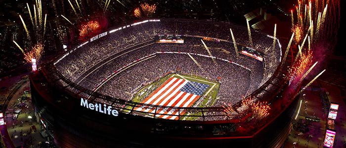 Потрясающий салют и ночное освещение стадиона