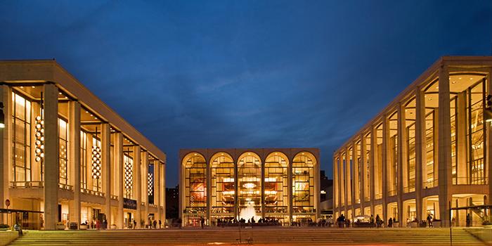 Музыкальный театр 'Метрополитен-Опера' в Нью-Йорке, США