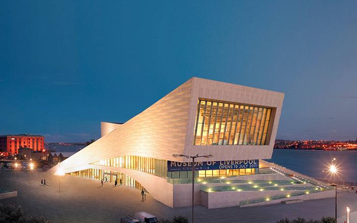 Музей в Ливерпуле вечером