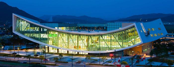 Национальная библиотека в Сечжоне: ночной кадр