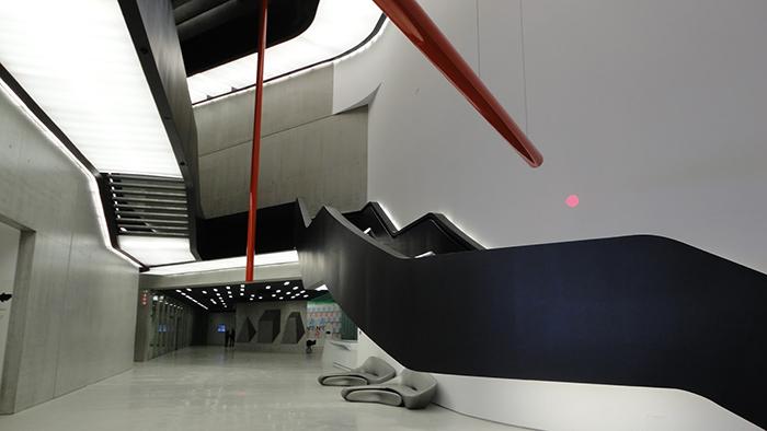 Музей современных искусств MAXXI в Риме: интерьер помещения