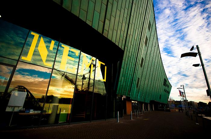 Научный музей NEMO в Амстердаме, Нидерланды: главный вход