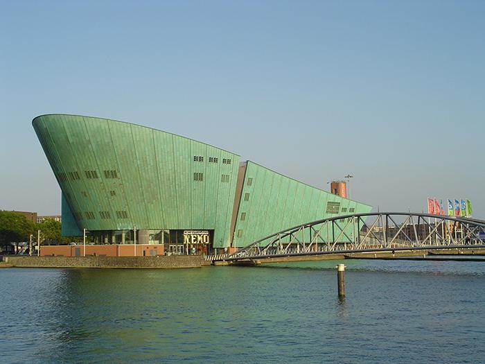 Научный музей NEMO в Амстердаме, Нидерланды