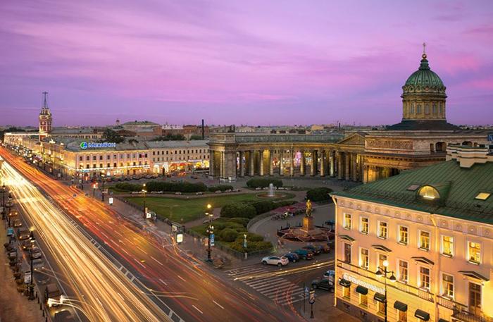 Невский проспект в Санкт-Петербурге, Россия
