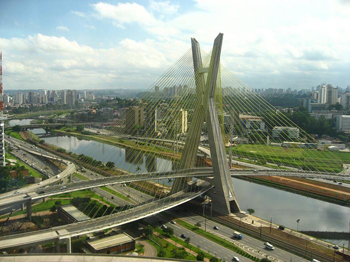 Мост 'Октавио Фриас де Оливейра' в Сан-Паулу, Бразилия
