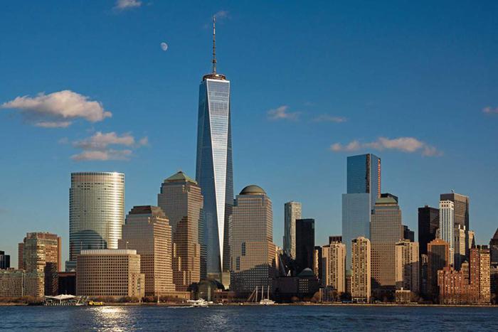 Всесвітній торговий центр в панорамі міста