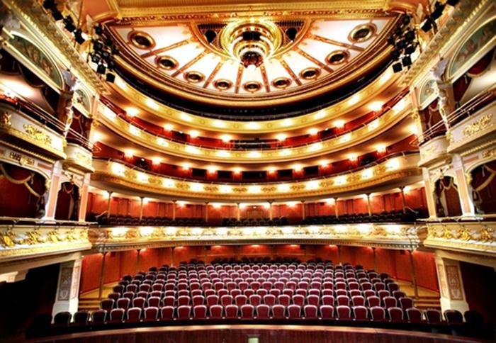 Оперный театр во Вроцлаве: интерьер зрительного зала