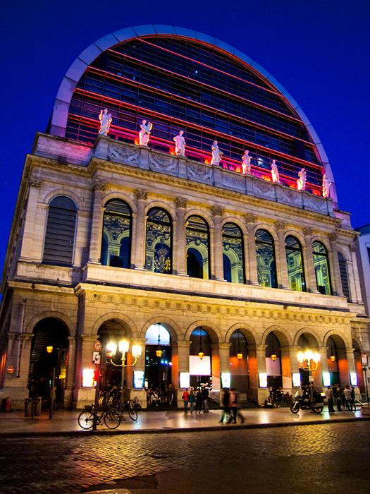 Оперный театр Нувеля в Лионе: ночной кадр